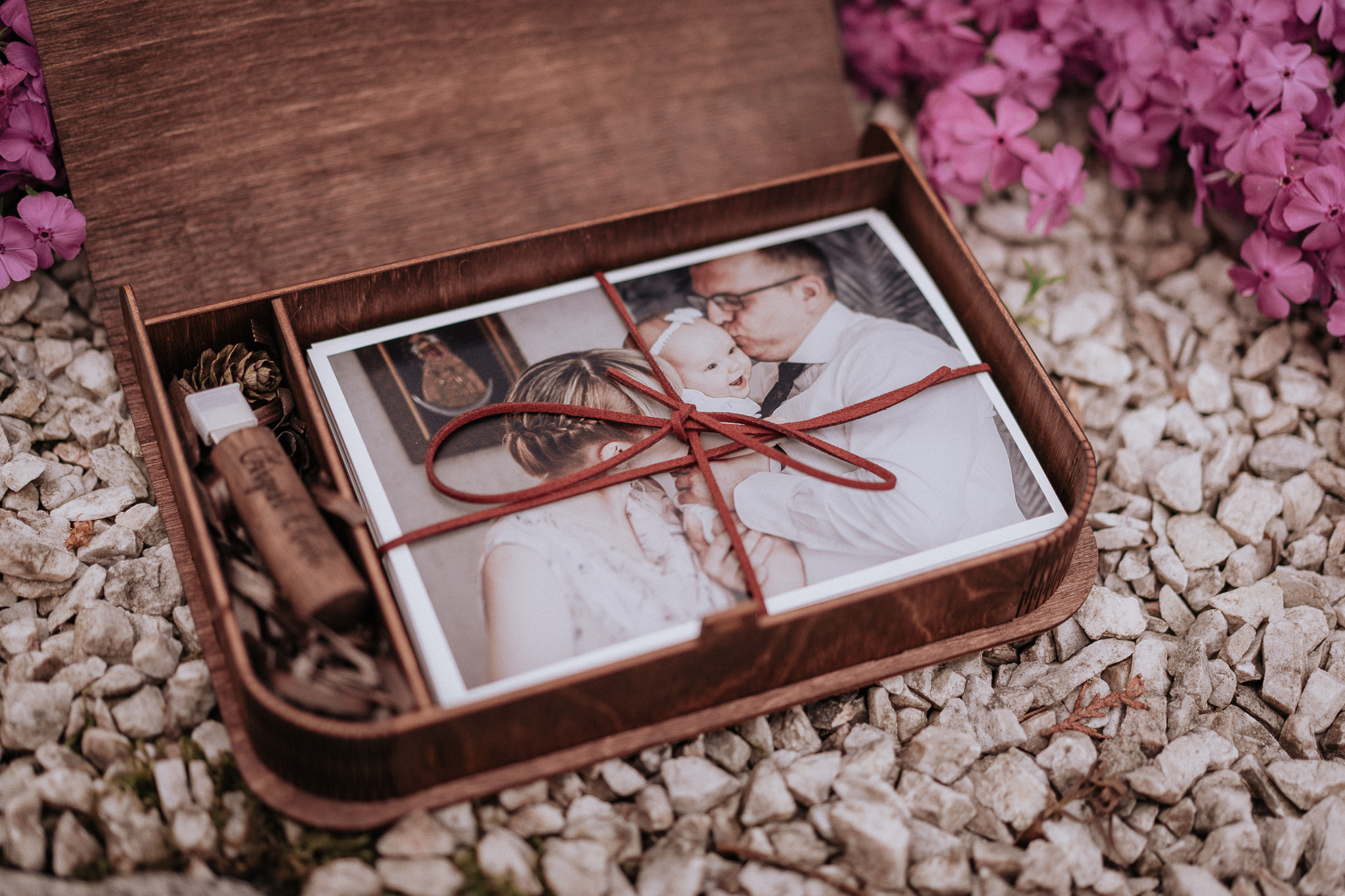 Pudełko ze zdjęciami fotografa Krzysztof Orłowski