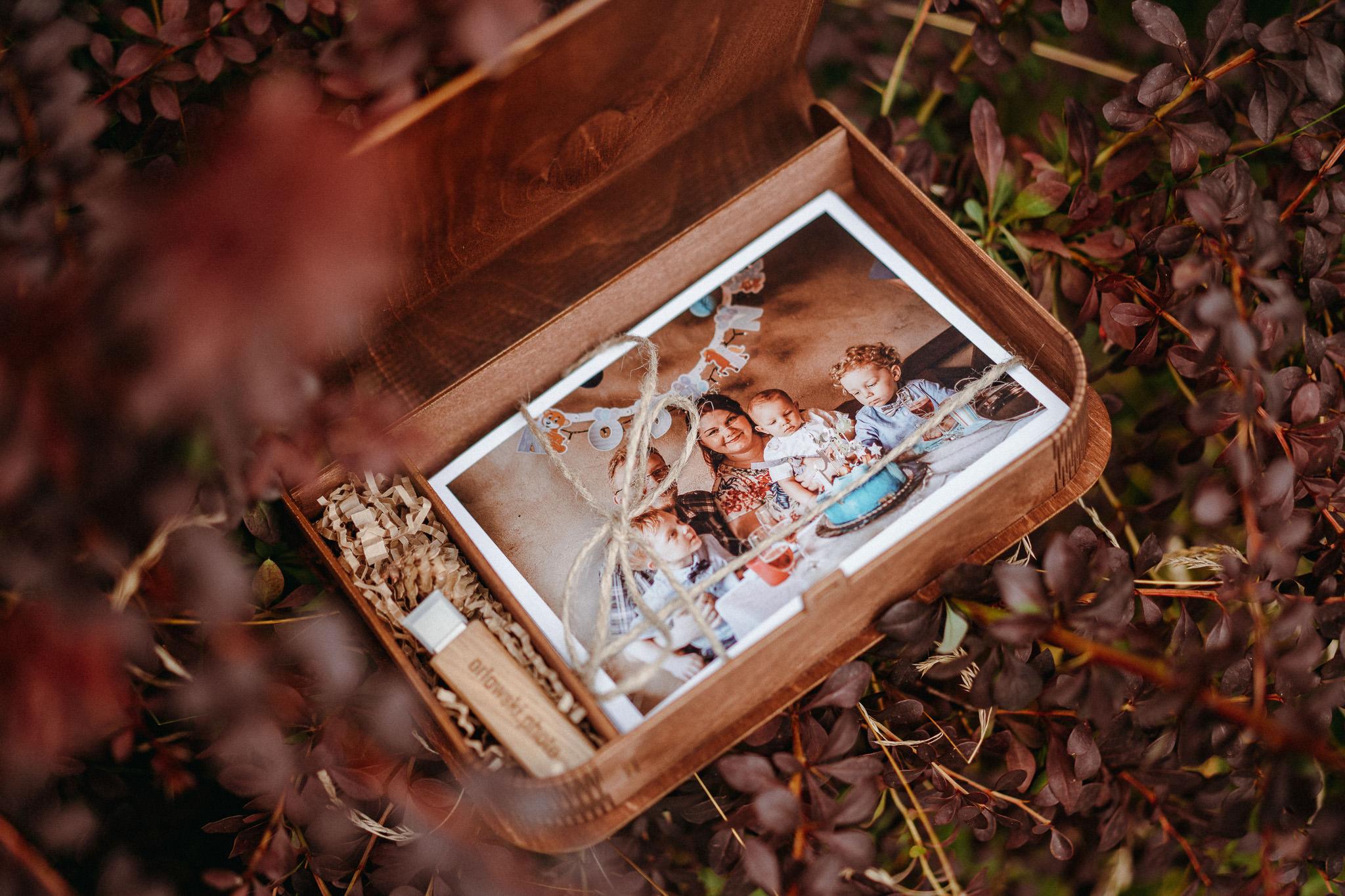 Wywołane zdjęcia z pierwszych urodzin dziecka